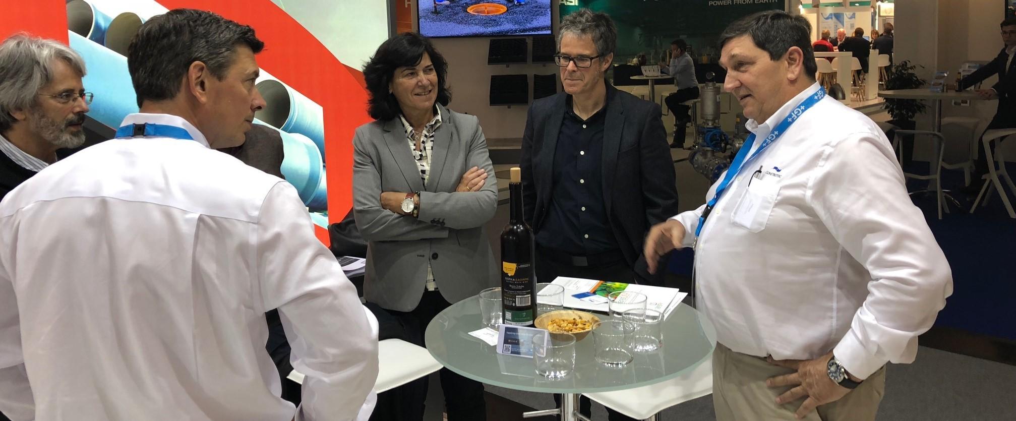 Elena Moreno Zaldibar, Sean Farley y Pachi Dominguez en el stand de CONSTRUTEC – U.S. PIPE